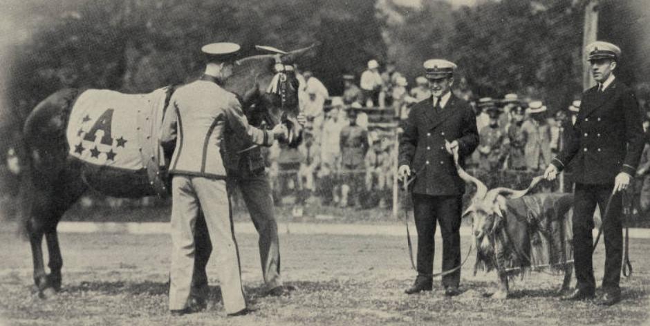 ArmyFB_1926_vsNavy_MulemeetsGoat