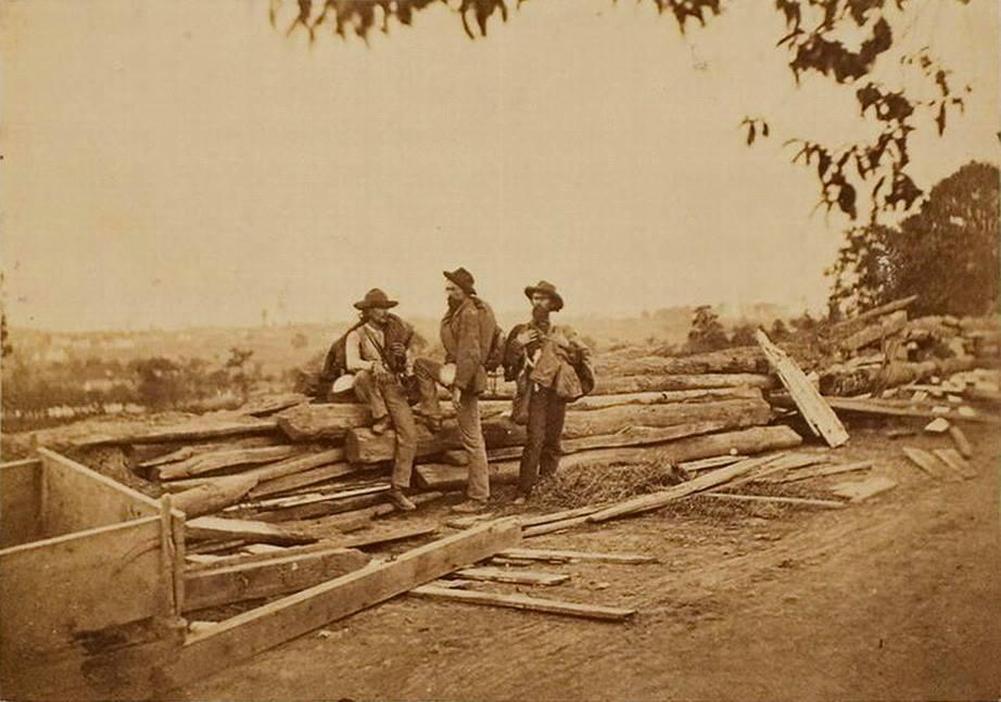 Confederate prisomers at Gettysburg.jpg