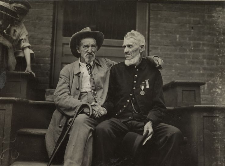 Confederate and Union Solders in early 1900s union