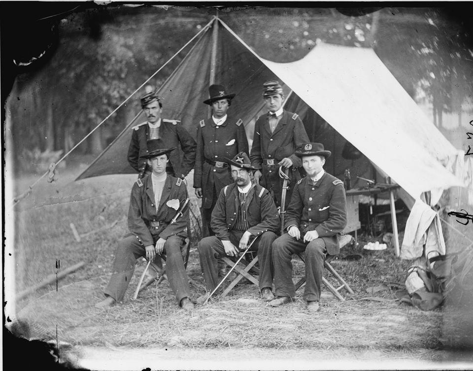 Cushing standing center - Antietam.jpg