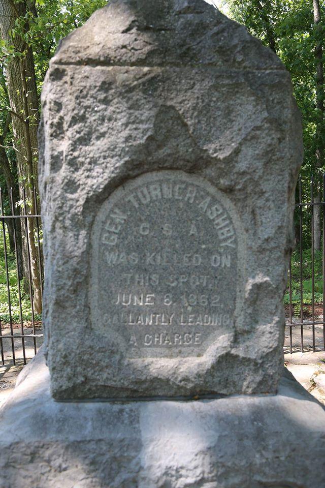 Turner Ashby monument in Harrisonburg, Virginia.jpg